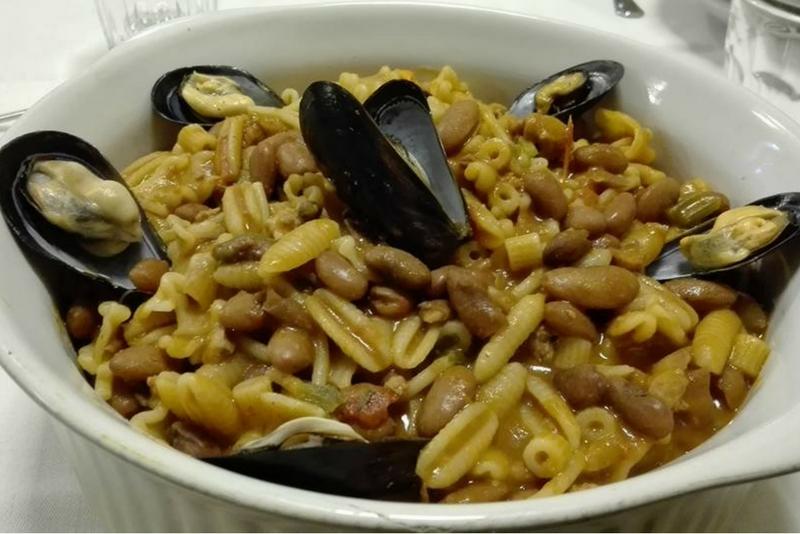 Pasta e fagioi con Cozze | La Terrazza | Trattoria Mercato San ...